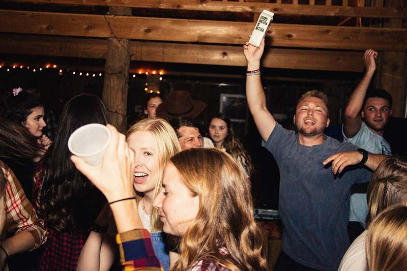 Die Party rockt mit der Rockband in Köln und Düsseldorf