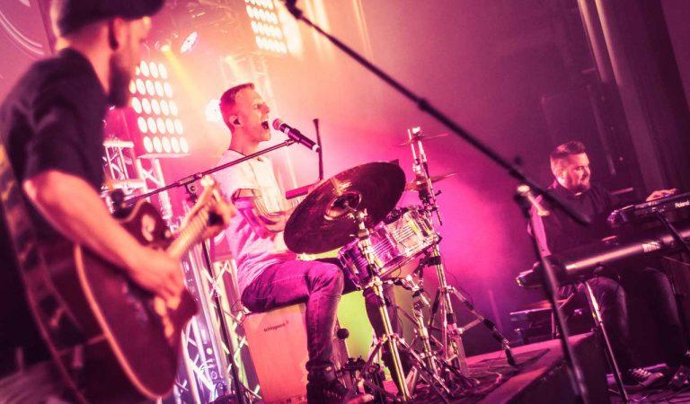 Unplugged Trio In Sound