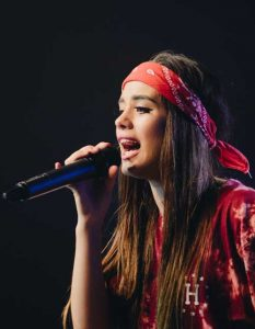 Pop Musik Sängerin live on stage